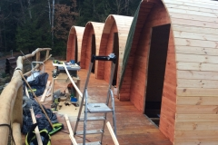 56.Grundaufbau aller Hütten steht.